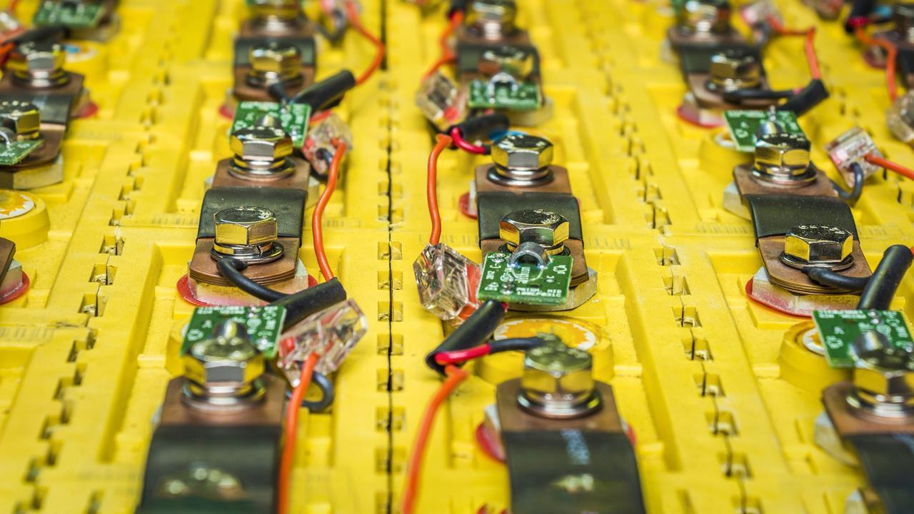Battery Builders Get The Cobalt Blues Business Chemistry World Electronics O View Topic Help With Batteries And Charger Circuit Close Up Image Of Lithium In An Electric Car