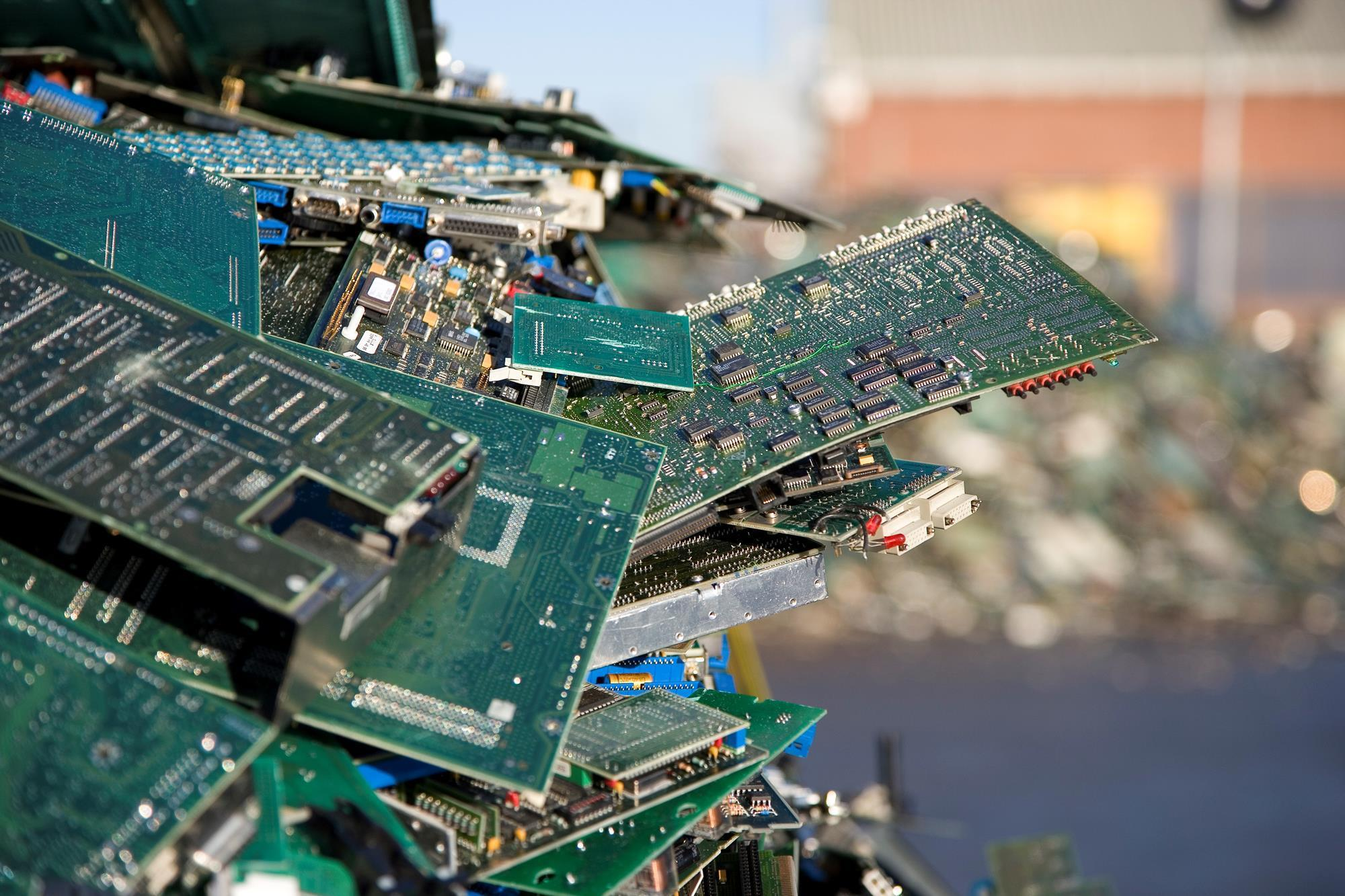 Smartphone Recycling Feature Chemistry World Top 10 Sculptures Made With Circuit Boards