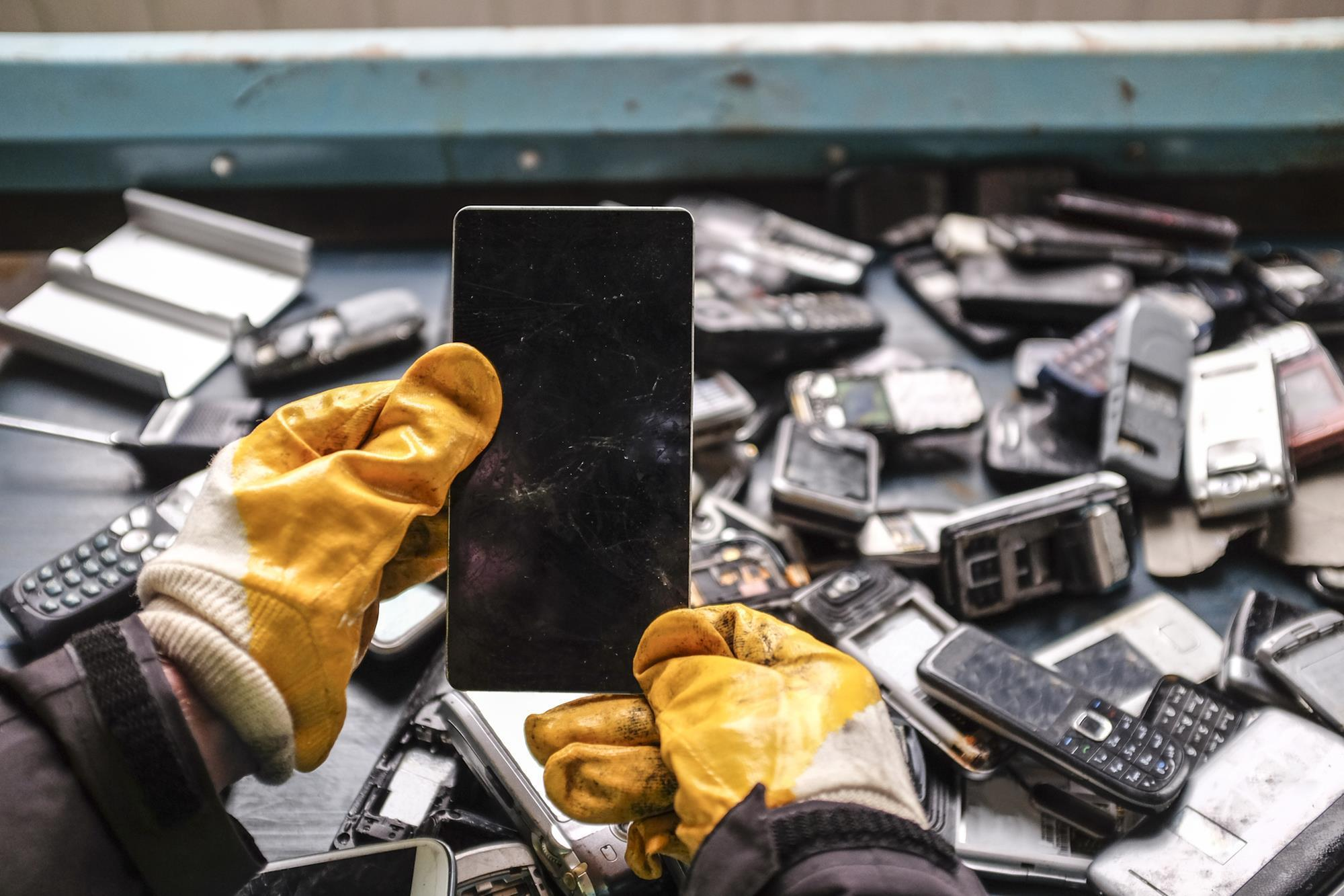 Smartphone Recycling Feature Chemistry World Gold Recovery From Circuit Boards