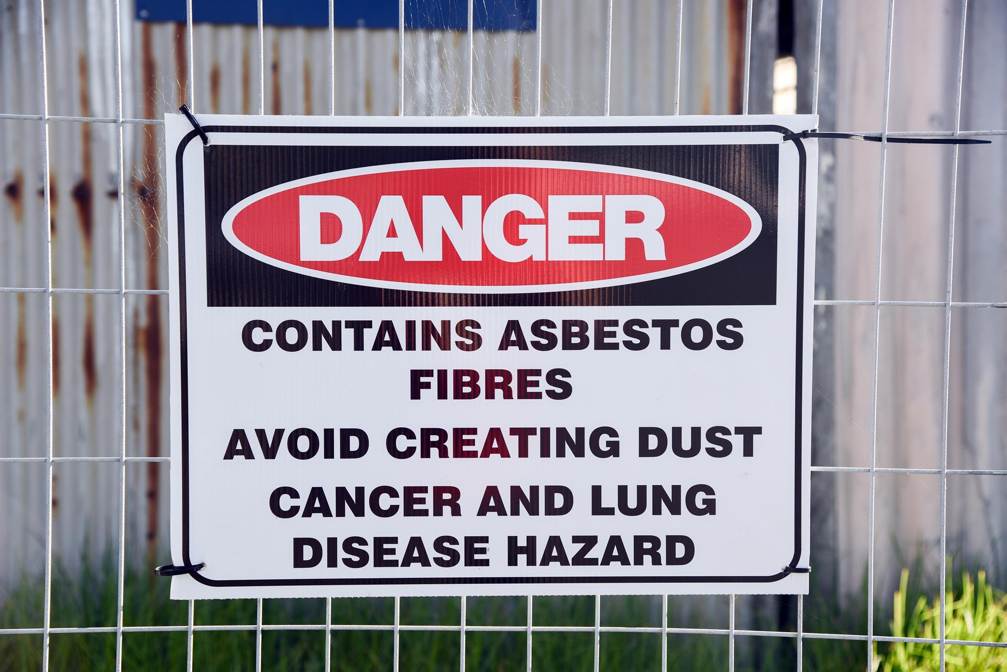 Asbestos Fibers In Lungs : Asbestos still lurks in older buildings are your lungs at risk