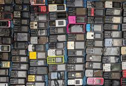 A picture showing lots of old mobile phones