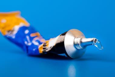 A picture pf a glue bottle