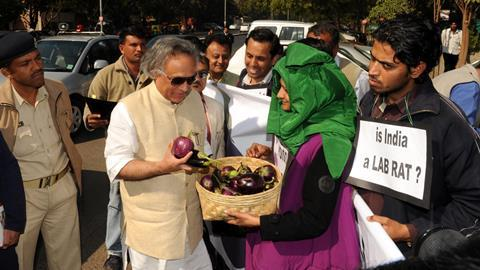 An image showing Jairam Ramesh interacting with protesters as he arrives for the genetically modified BT Brinjal Consultancy program in Ahmedabad on January 19, 2010