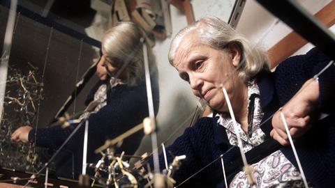 A photograph of Dorothy Hodgkin with a molecular model