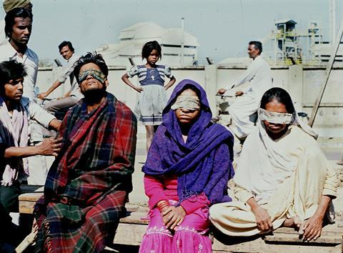 An image showing victims who lost sight after the Bhopal tragedy