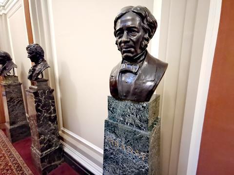 Bust of Faraday at Burlington House