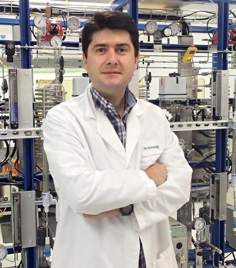 Javier García-Martínez in lab