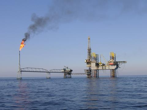 Oilrig in the Iranian area of the gulf