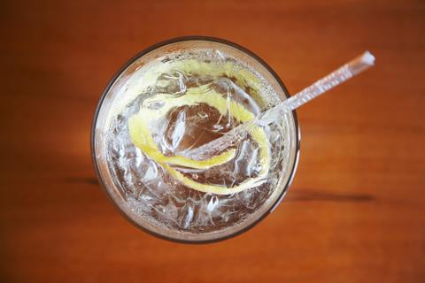 0817CW - Gin feature - Gin & tonic, top down view
