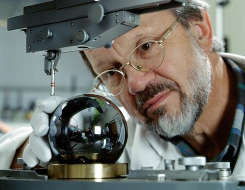 Achim Leistner with Si sphere