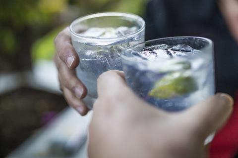 0817CW - Gin feature - Gin & tonic drinks
