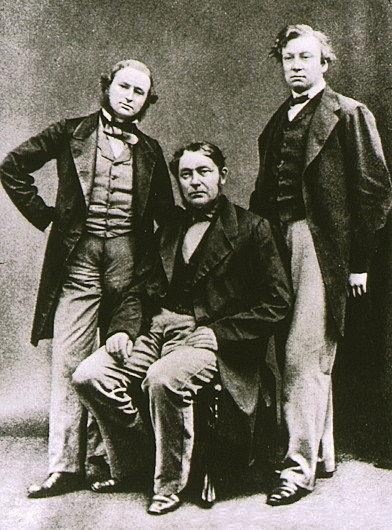 Gustav Kirchhoff (left), Robert Bunsen (center), and Henry Enfield Roscoe (right)