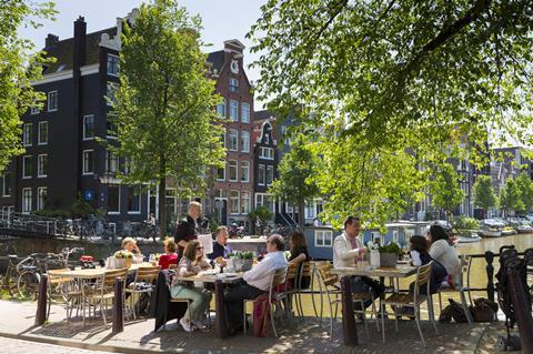 0118CW - Location guide - Canal-side restaurant/cafe in Amsterdam