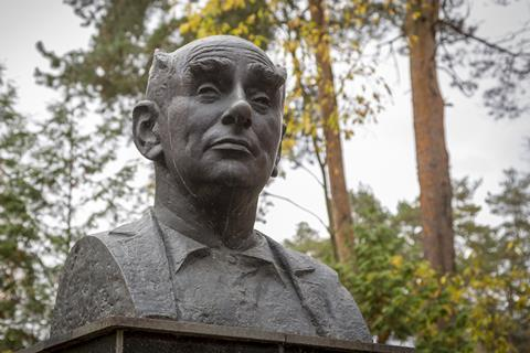 Bronze bust of Georgy Flerov, Dubna, Russia