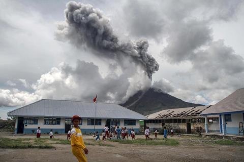 A picture showing the Mount Sinabung volcano eruption