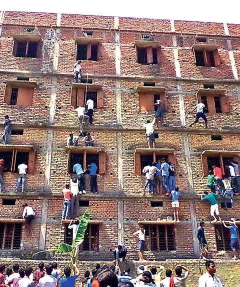 0218CW - The Insider - Bihar exam building, close-up of windows