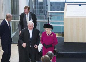 The Queen opens Oxford's new building