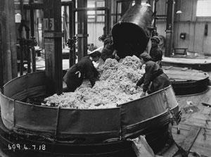 women making cordite